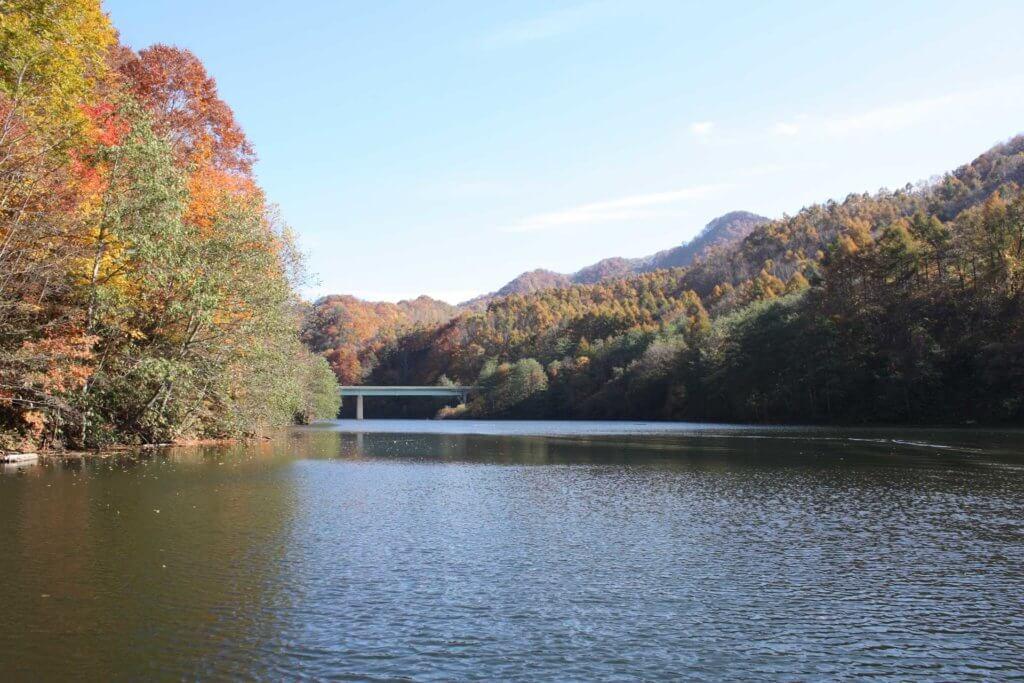 鳥崎八景ダム湖の写真